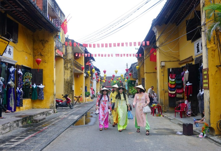 Vietname girls wear Ao Dai in Hoi An Old Town